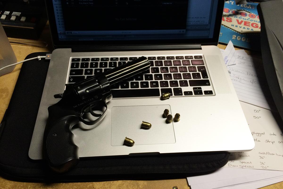Graffan Art & design broń używana w spektaklu Rage w Ambassador Theater w Waszyngtonie
